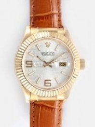 Rolex Date 18K Gold Cream Dial With White Bar An
